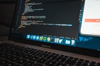 听说,阿里云给它的 OpenAPI 开发了一套编程语言