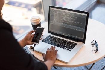 阿里云移动研发平台 EMAS 助力银行业打造测试中台,提升发版效能