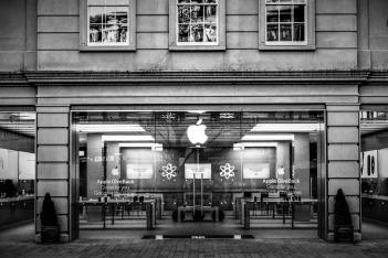 苹果的董事长是谁?别去搜了,看这。