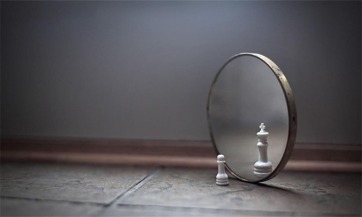 你认识镜子里的那个自己吗?